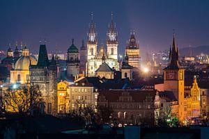 Uitzicht over Praag in de avond van