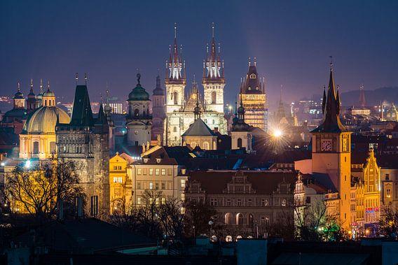 Uitzicht over Praag in de avond
