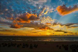 Wolken Zon Zee van HGU Foto