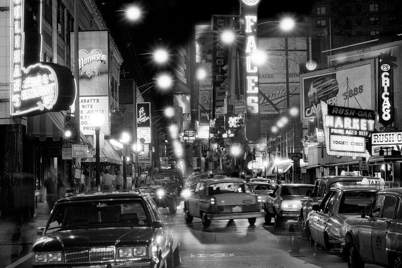 Rush street Chicago bij nacht 1983 van Timeview Vintage Images