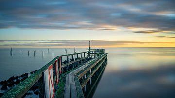 IJsselmeer in der Nähe der Edam Marina von Toon van den Einde