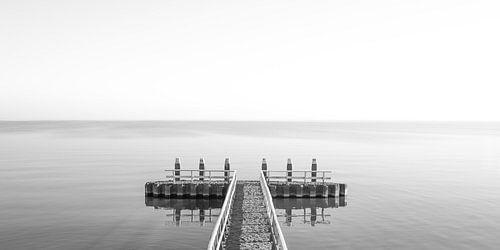 Hollands waterlandschap met reflectie en een steiger