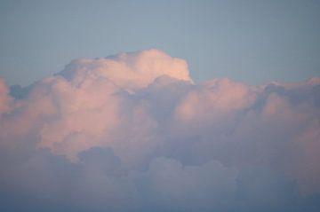 Dromerige Wolken van Cinthia Mulders