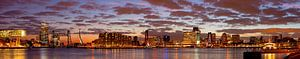 Mooie wolken lucht boven Rotterdam panorama van Anton de Zeeuw