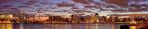 Mooie wolken lucht boven Rotterdam panorama van
