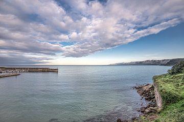 La baie de Lastres dans la province espagnole de Cantabrie sur Harrie Muis