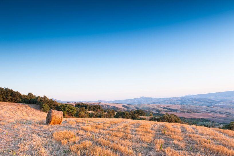 Hooibaal in het Toscaanse landschap van Damien Franscoise