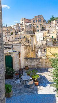 Straatje in Matera, Italië van Jessica Lokker
