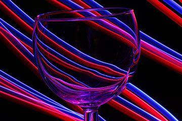 Künstlerisches Weinglas mit Lichtmalerei von Robin Jongerden