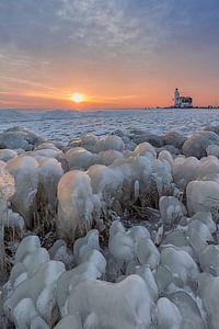 Kruiend ijs in Marken van