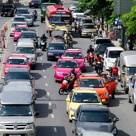 Verkeersdrukte in Bangkok van Maurice Verschuur