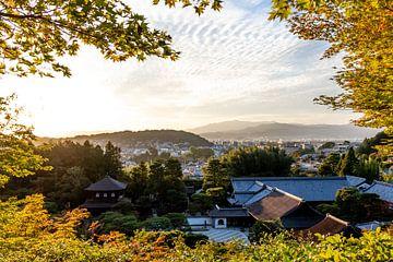 Zonsondergang in Kyoto, Japan van Mickéle Godderis
