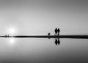 Spaziergang bei Sonnenuntergang BNW von Jeanette van Starkenburg