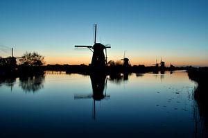 Reflectie van molen in het water bij Kinderdijk van