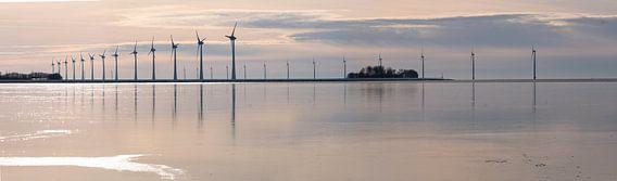 Windmolens voor de kust van de Noordoostpolder