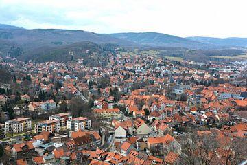 Vue aérienne de la ville médiévale romantique de Wernigerode, dans les montagnes du Harz, en Allemag sur Heiko Kueverling