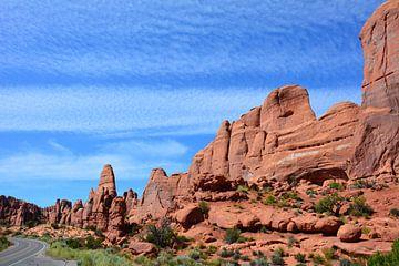 Rote Felsen und Straße im Arches-Nationalpark Utah Vereinigte Staaten von My Footprints