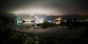 De nacht van het Kawaguchimeer van Stefan Havadi-Nagy