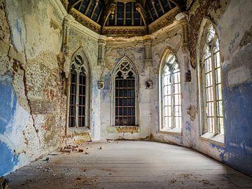 Schloss / Chateau Hogemeyer - Urbex / Decke / Blau / Glasmalerei / Fenster / Zerfall von Art By Dominic