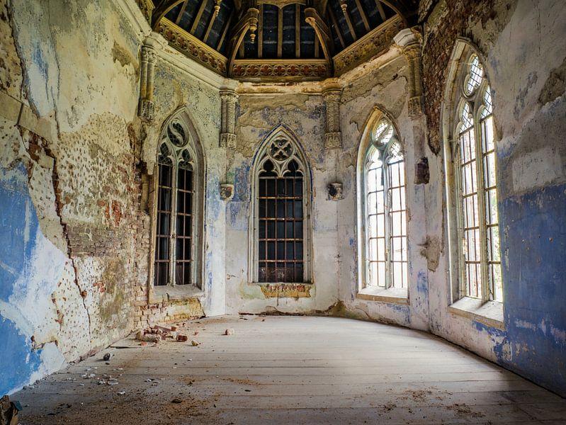 Kasteel / Chateau Hogemeyer, België - Urbex / plafond / blauw / glas in lood / ramen  / verval van Art By Dominic
