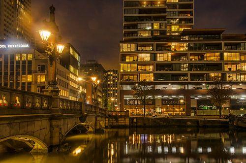 De Wijnhaven bij nacht