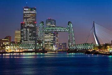De Hef in Rotterdam met de skyline van
