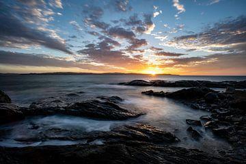 Warme hemel vs koude oceaan van Joris Pannemans - Loris Photography