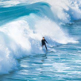 Surfer in den Wellen. von Anneke Hooijer