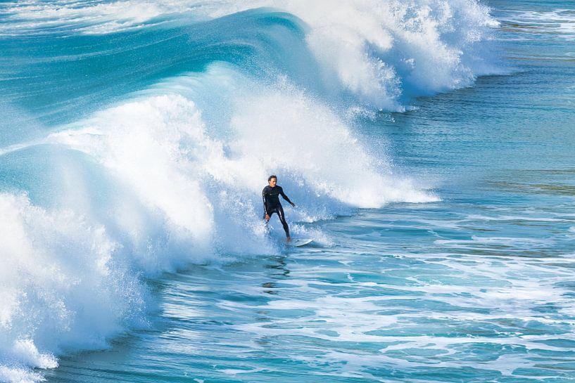 Surfer in de golven. van Anneke Hooijer