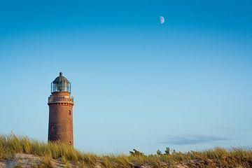 Leuchtturm und Mond von Martin Wasilewski