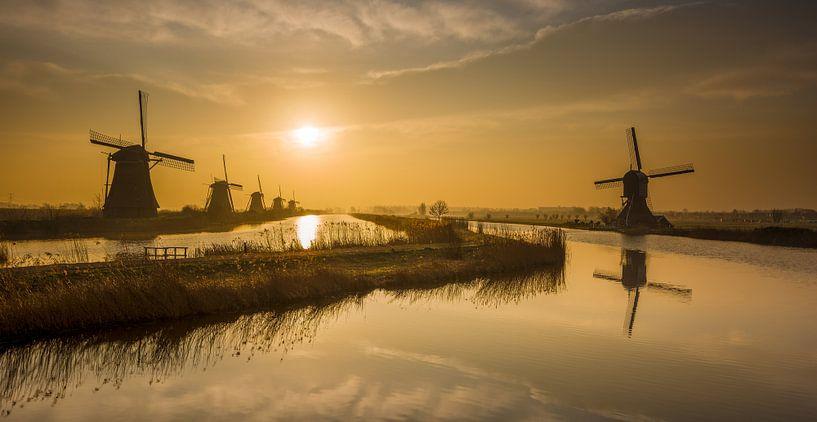 Kinderdijk Zonsopkomst van Mark De Rooij