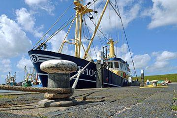 Vissersboot haven Oudeschild van Ronald Timmer