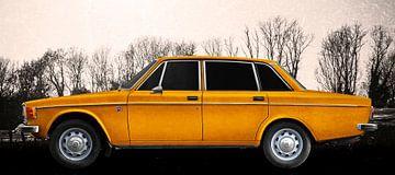 Volvo 144 in antique yellow von aRi F. Huber
