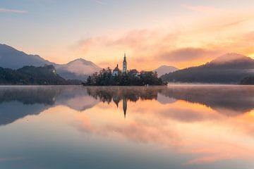 Zonsopgang over het meer van Bled van Simon Bregman