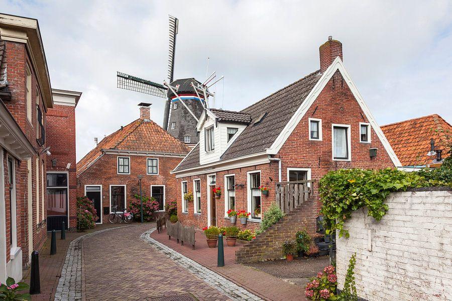 """Windmolen """"De Ster"""" in het Groningse dorpje Winsum gezien vanuit de Molenstraat / 2014"""