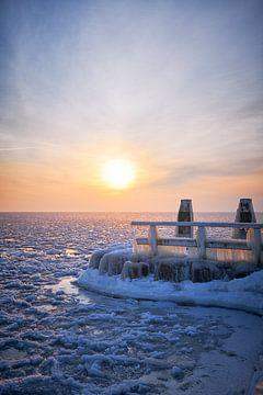 Bevroren steiger van Peter de Jong
