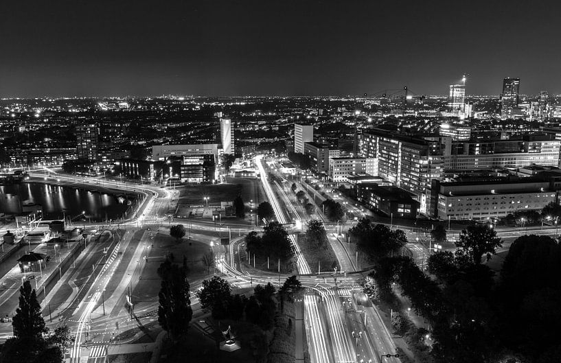 Rotterdam by Night - 's Gravendijkwal / Maastunnel van Sylvester Lobé