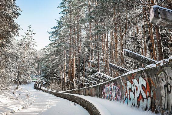 Verlaten Olympische bobsleebaan in Sarajevo