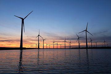 zonsondergang Krammer windpark met windmolens