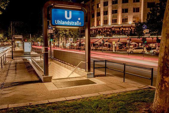 Metrostation Uhlandstrasse in Berlijn van Photobywim Willem Woudenberg