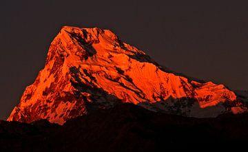 De rode bergtop van