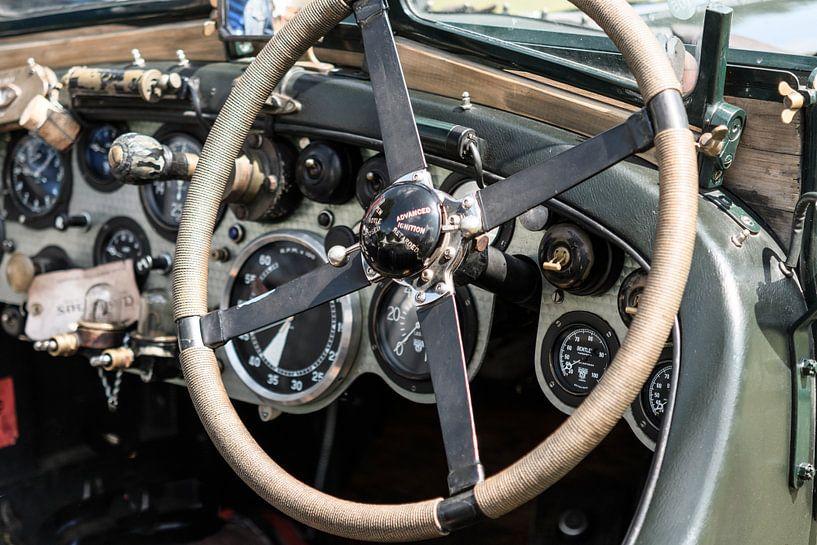 Vintage Bentley dashboard uit de jaren 20 met geborsteld aluminium van Sjoerd van der Wal