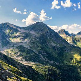 Licht en schaduw op de bergen van B-Pure Photography