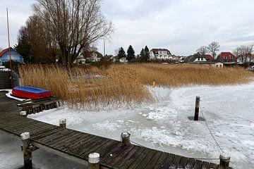 Bevroren Oostzee bij Breege op het eiland Rügen van Alphapics