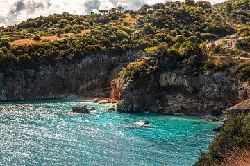 Ein Küstenabschnitt auf Zakyntos mit seinem Türkiesen meer von Fotos by Jan Wehnert