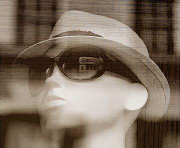 Mannequin mit Sommerhut und Sonnenbrille von Mieneke Andeweg-van Rijn