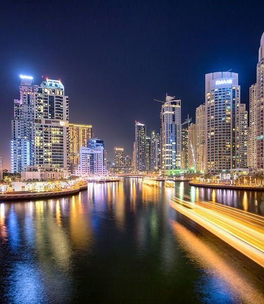 Lichtpaden in Dubai Marina van Rene Siebring