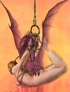 SM orientierte Arbeit eines Drachen mit einer nackten gefesselten Frau von