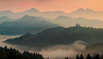 Sv Tomaz in het ochtenlicht, Slovenië van Adelheid Smitt