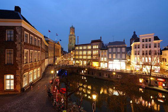 Het Stadhuis en de Oudegracht ter hoogte van de Stadhuisbrug in Utrecht (1) van Donker Utrecht